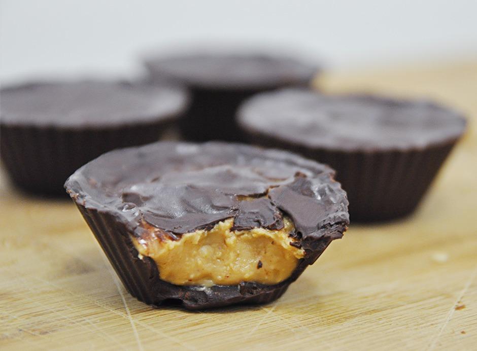 Bombom de Pasta de Amendoim (Reese's Saudável) | Receita | Fru-fruta
