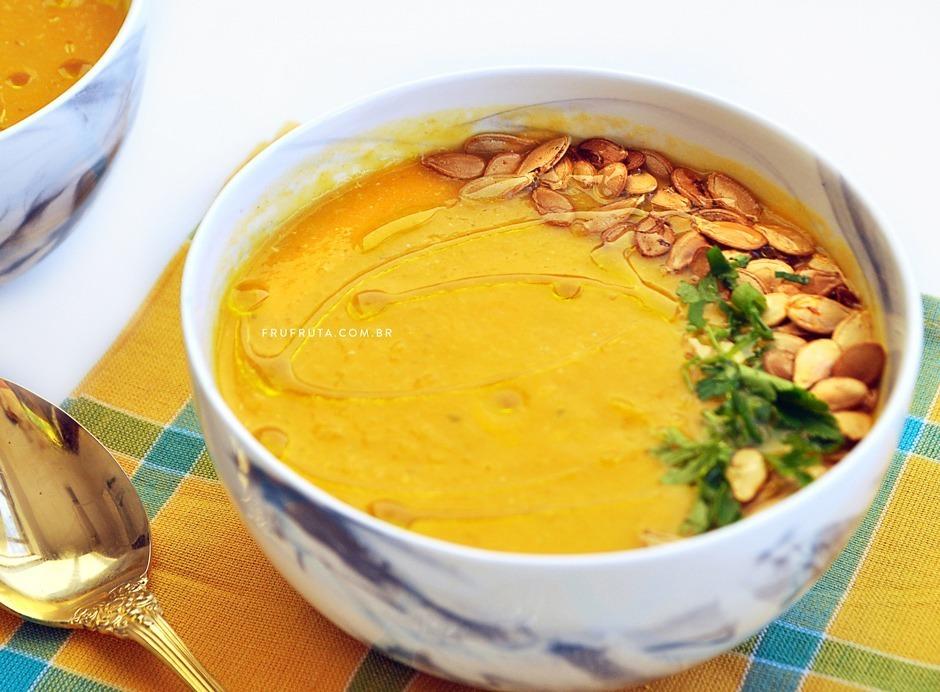 Sopa de Abóbora, Cenoura, Quinoa e Gengibre. Para esquentar e nutrir o corpo no inverno! | Receita | Pati Bianco | Fru-fruta