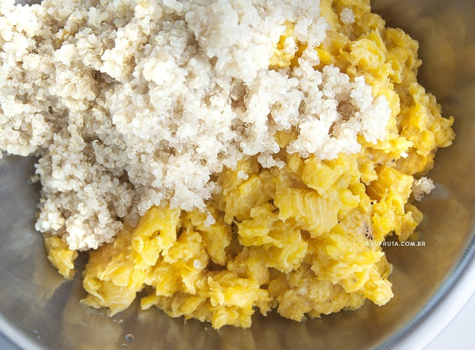 Bolinho de Banana-da-terra, Quinoa, Nozes e Curry. Um Acompanhamento Surpreendente! | Receita | Pati Bianco | Fru-fruta