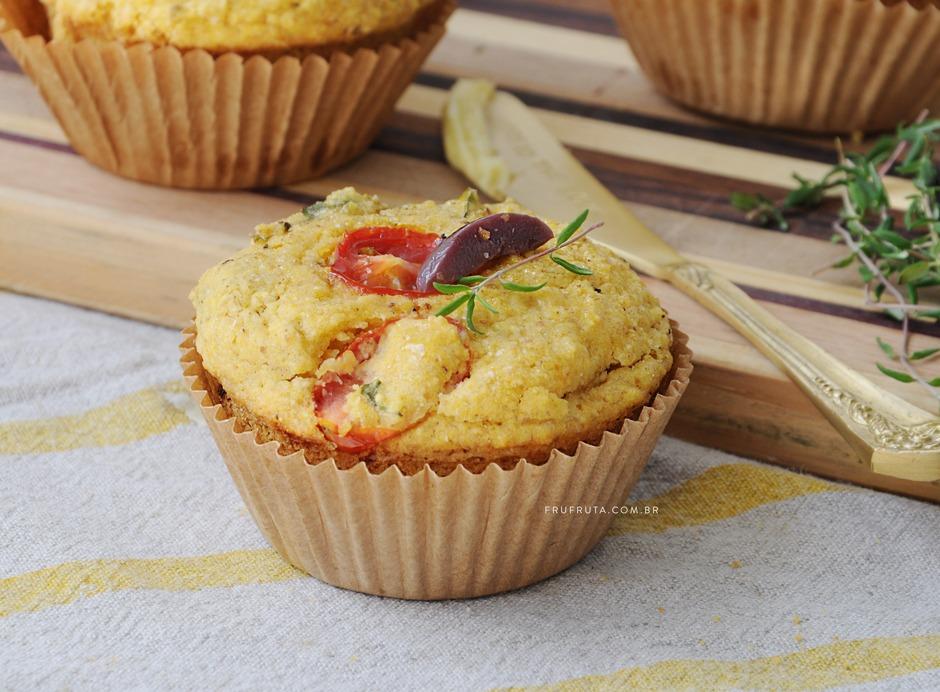 Muffin Salgado de Tomate com Azeitona Saudável - Sem Glúten, Sem Lactose, Vegano | Receita | Pati Bianco | Fru-fruta