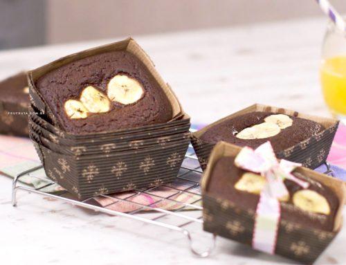 Mini-Bolo de Chocolate com Banana – Sem Glúten e Sem Ovos. Perfeito para a lancheira!