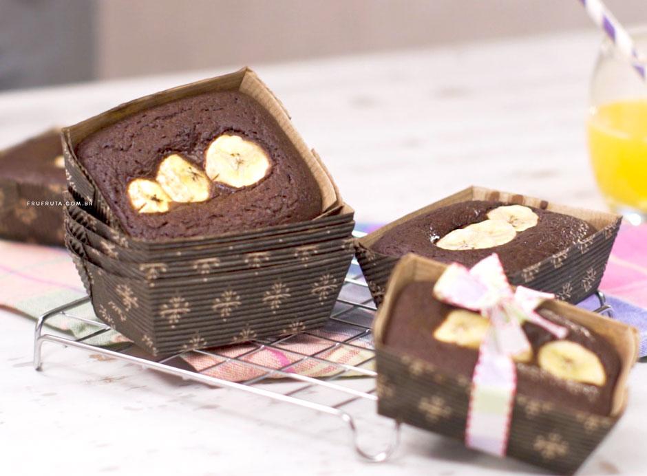 Mini-Bolo de Chocolate com Banana - Sem Glúten e Sem Ovos. Perfeito para a lancheira! | Receita | Video | Pati Bianco | Fru-fruta