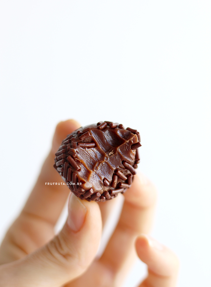 Brigadeiro de Leite de Coco - O mais delicioso da VIDA! Sem leite, Vegano, Fácil | Receita | Pati Bianco | Fru-fruta